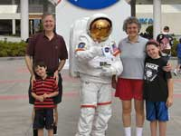 debbie-wilder-and-family-kennedy-space-center